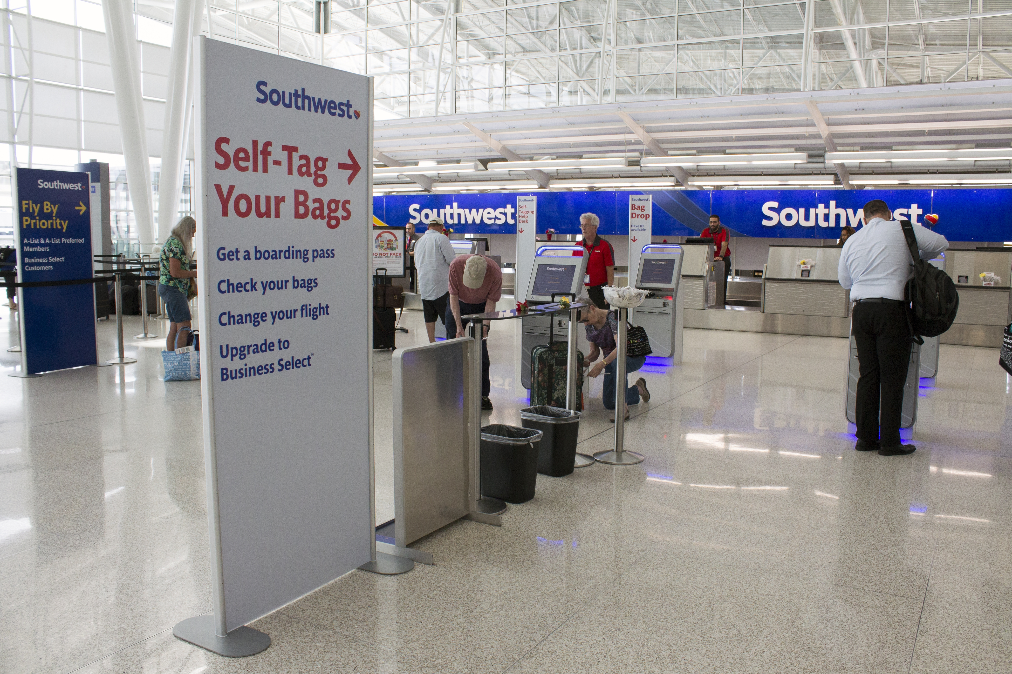 Self bag-check kiosks available at IND